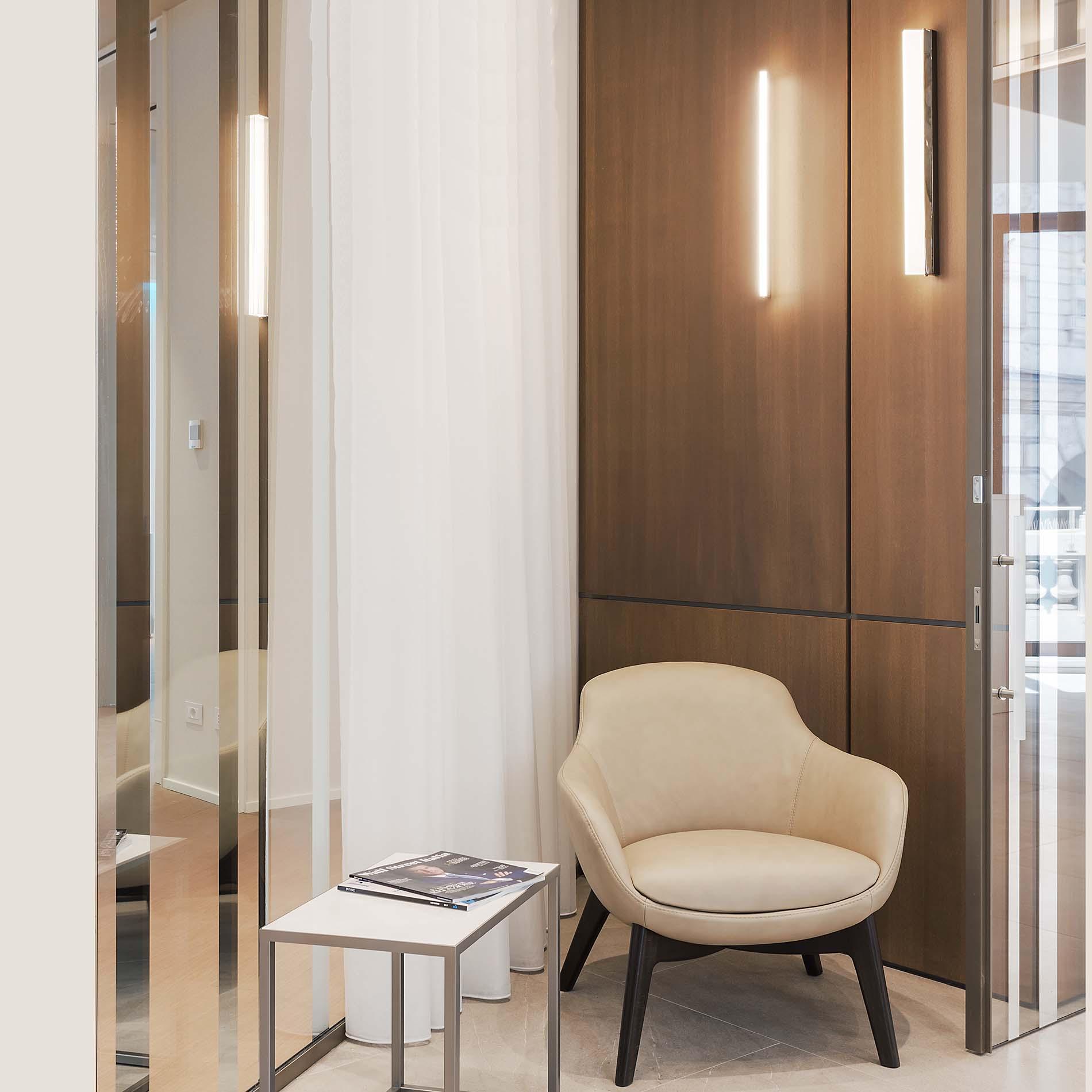 Lampada a parete verticale ottone oro | LuceTu Lighting